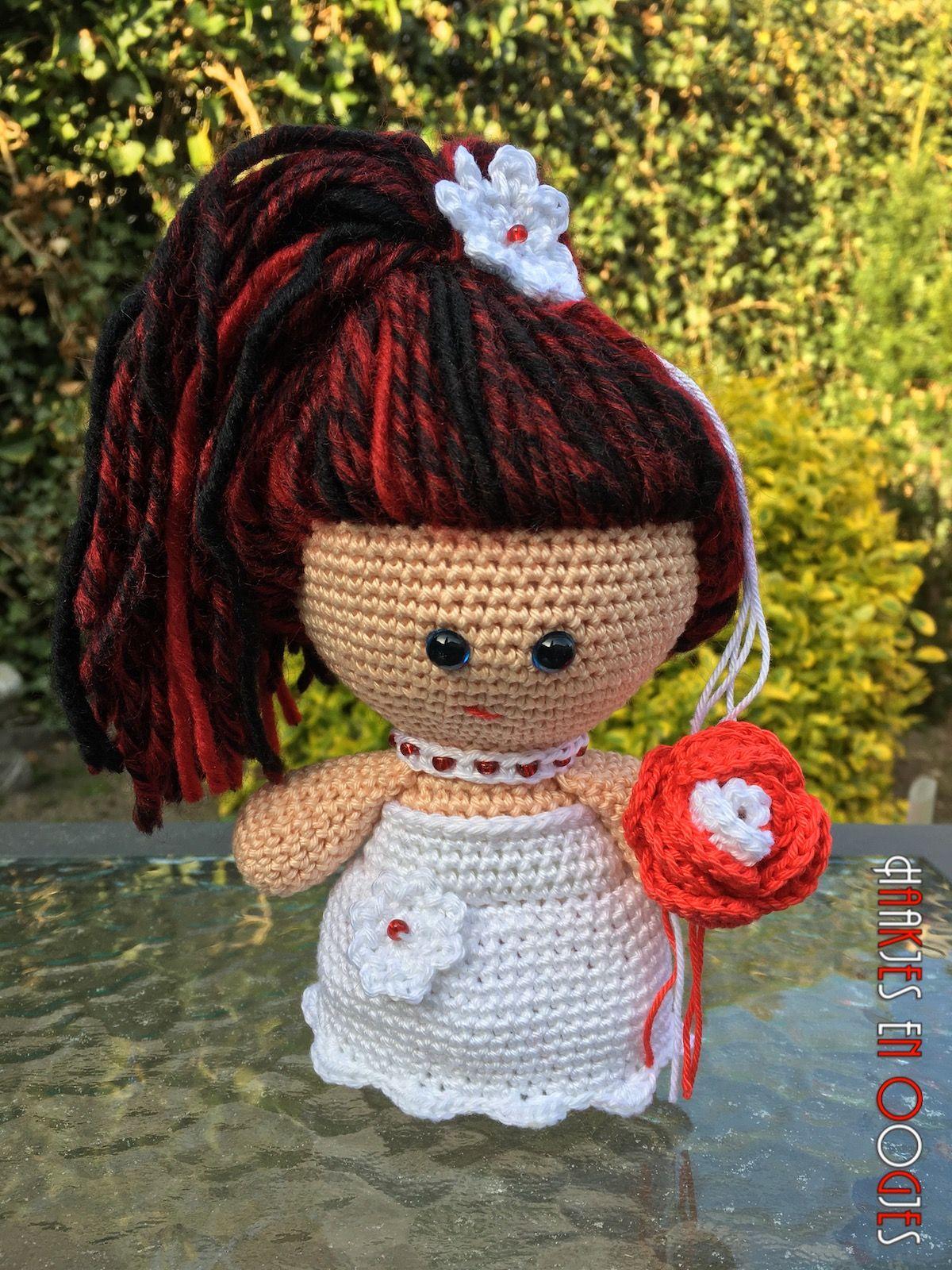 big head doll bruid Olivia haken