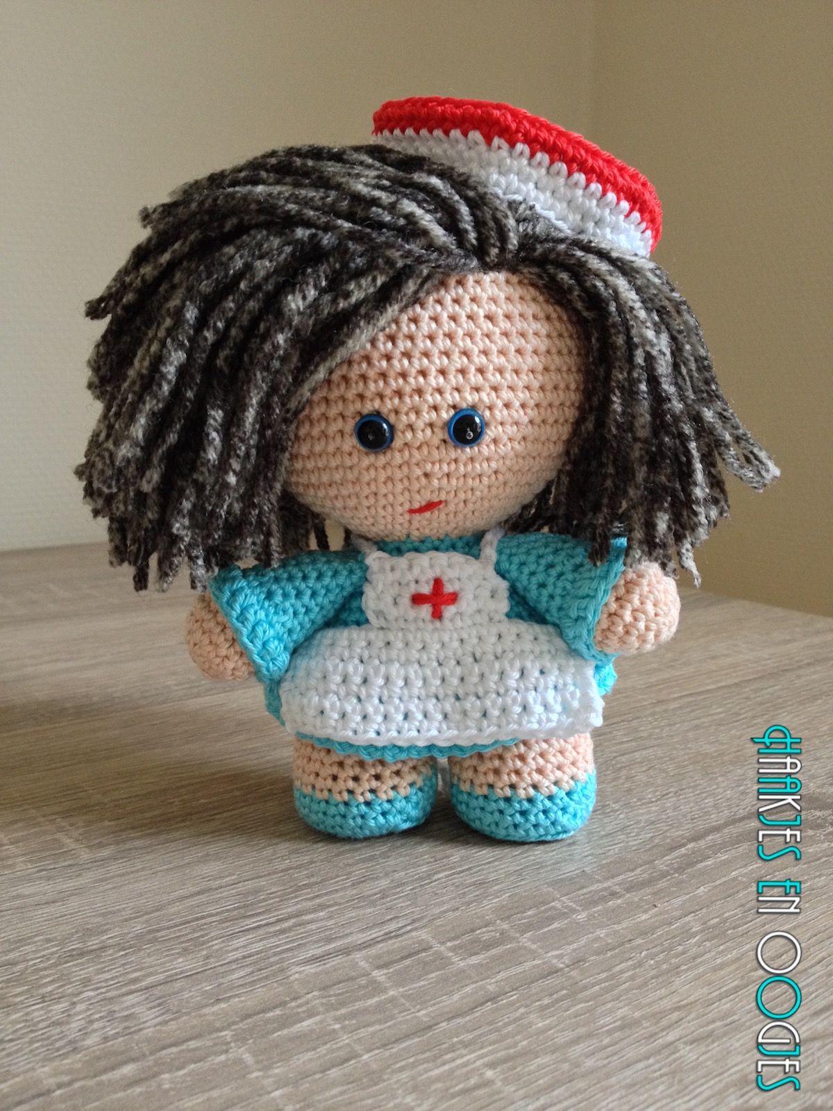 big head doll verpleegster Ilse haken