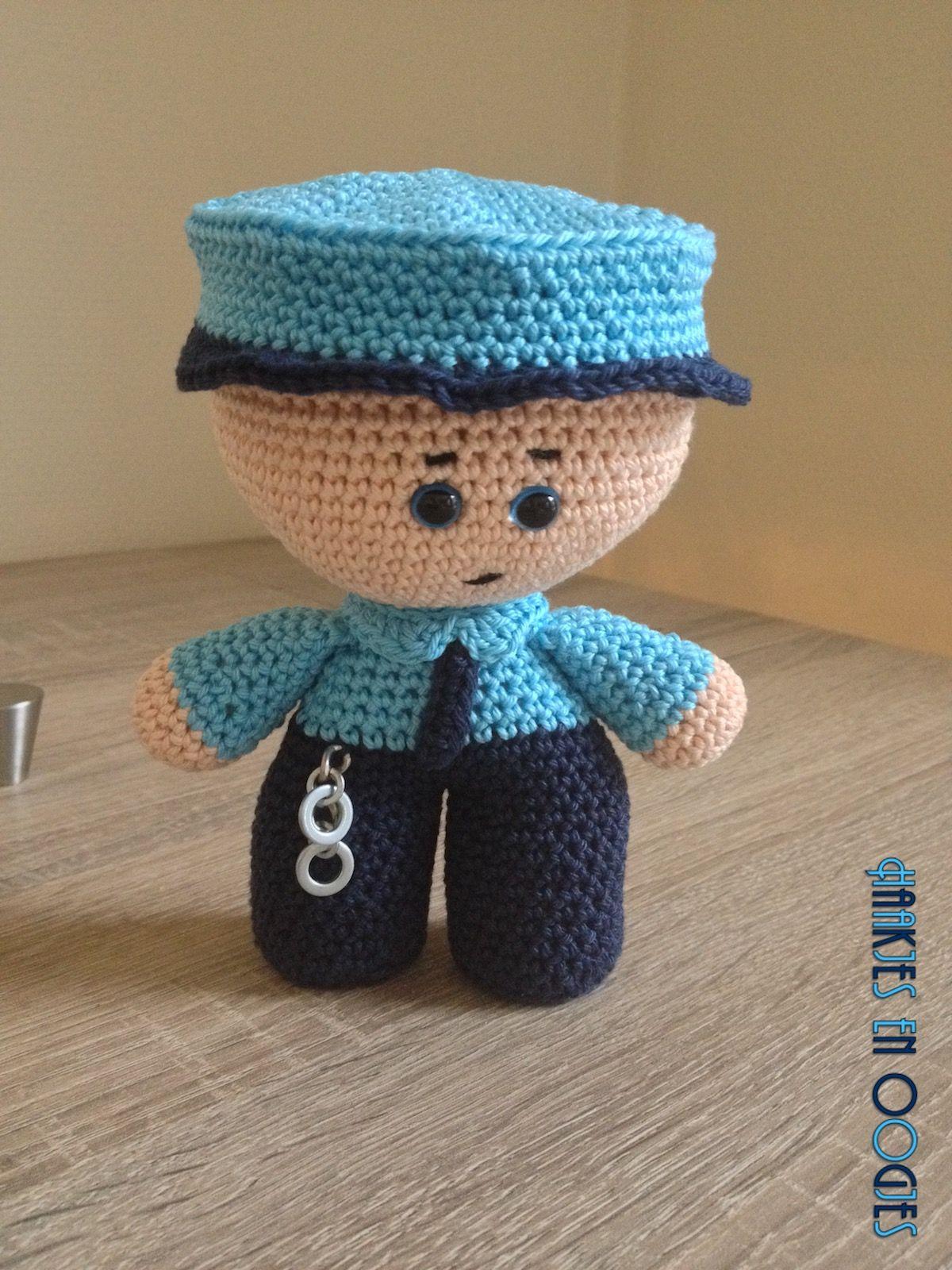 big head doll politieagent Franky haken