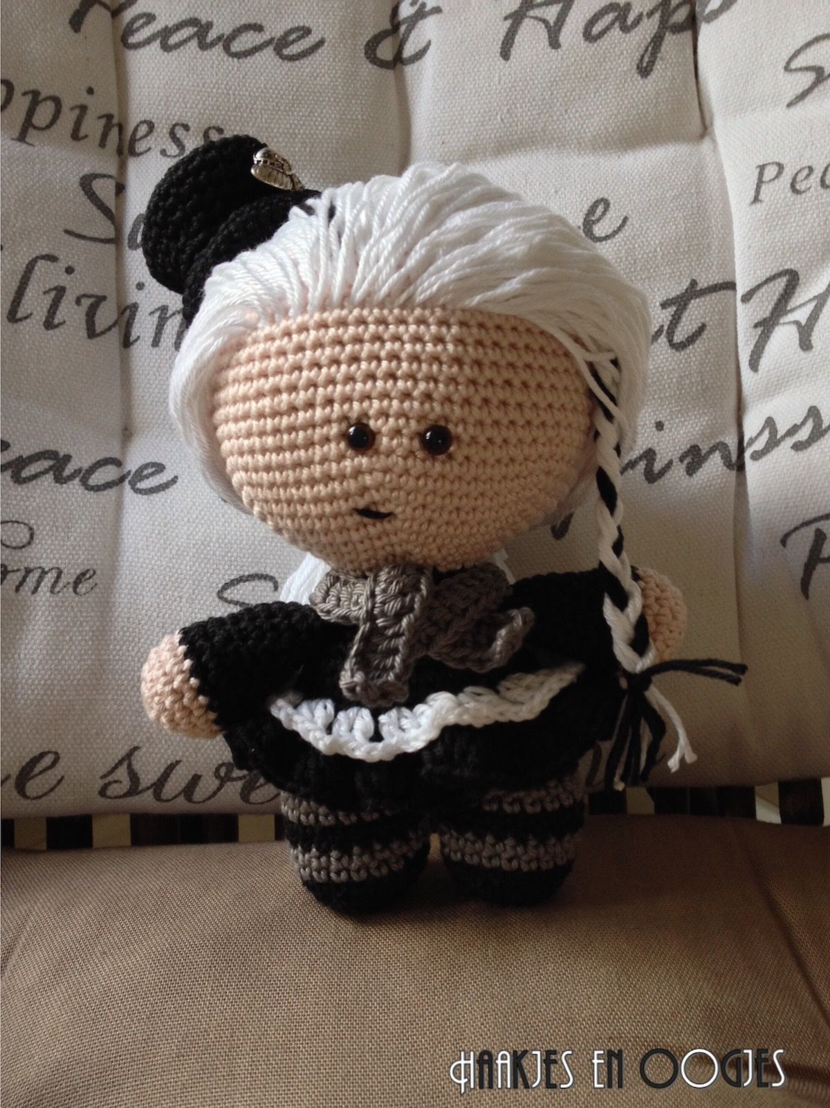 big head doll punker Charlotte haken
